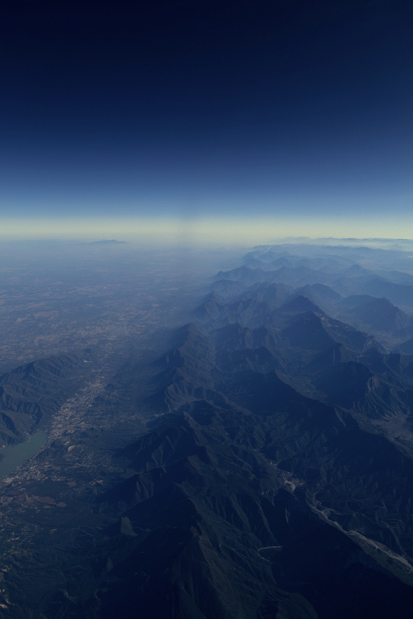 Blue horizon above Mexico. Photo by Rob Chiu